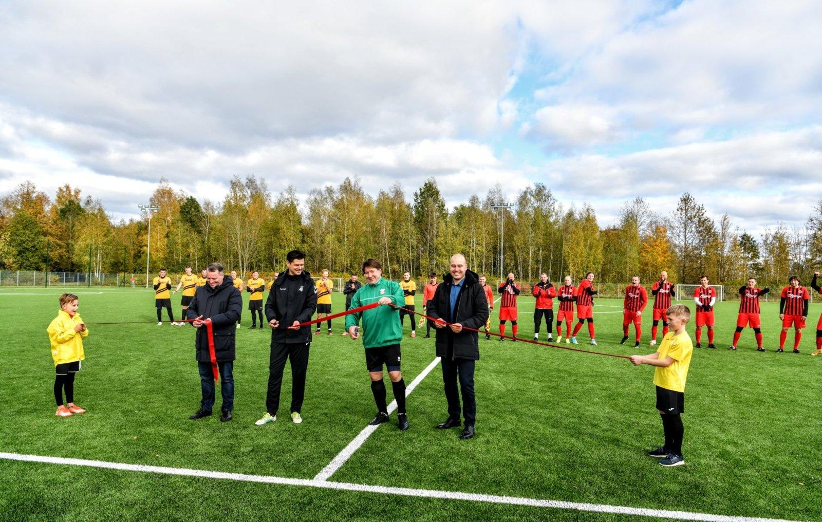 Futbolo aikštės su dirbtine danga atidarymas
