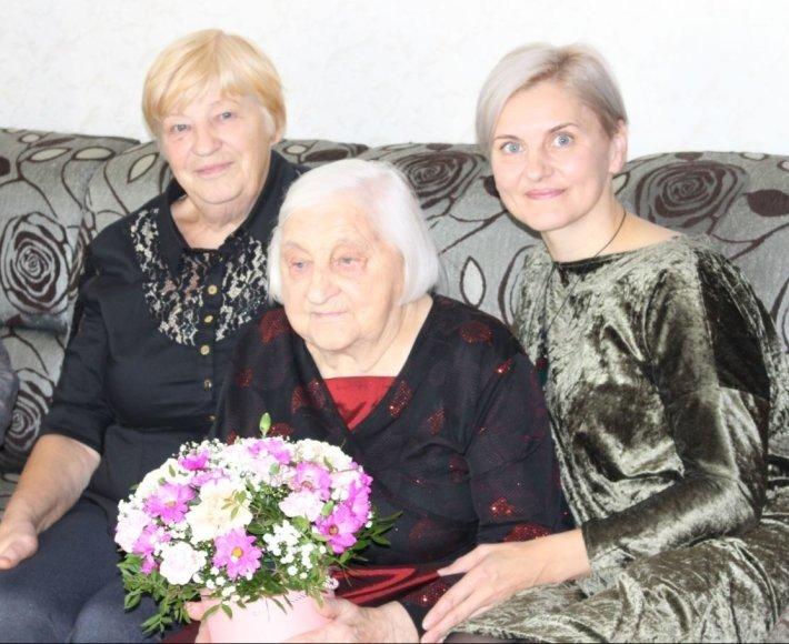 Švėkšnoje pasveikinta 100-ąjį gimtadienį sulaukusi jubiliatė