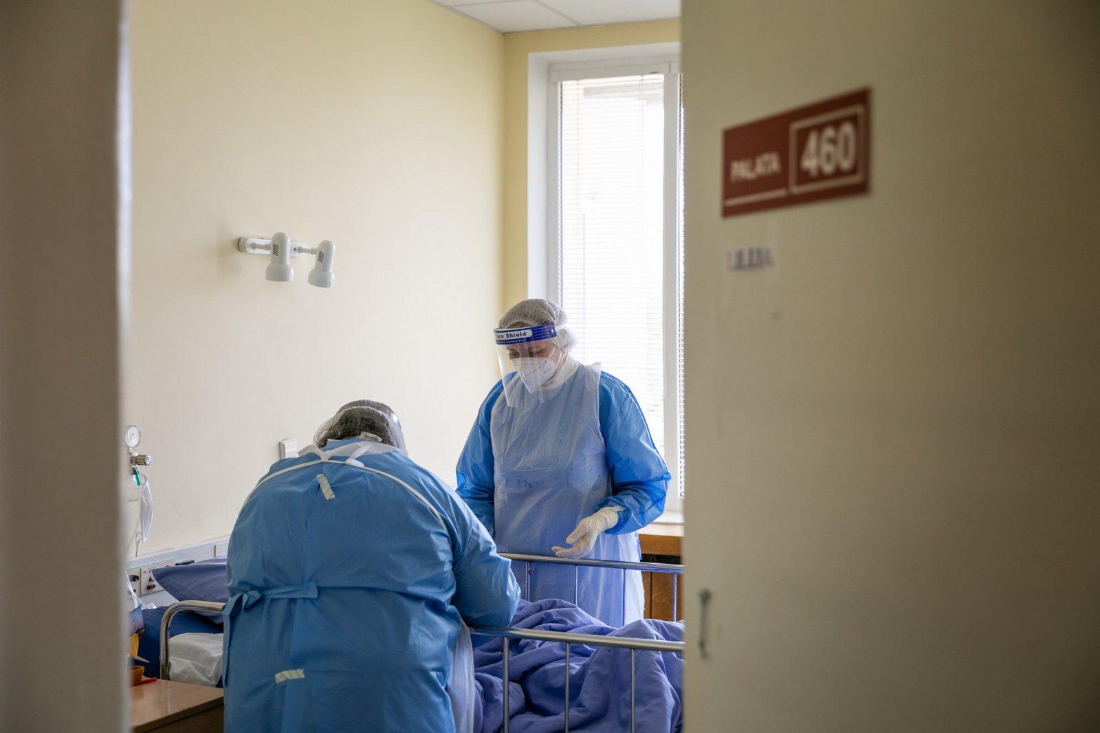Ligoninėse dėl COVID-19 gydomi 342 žmonės, 32 iš jų – reanimacijoje