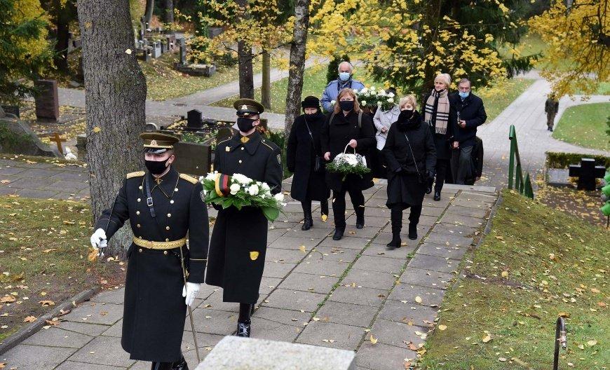 Paminėtos paskutinio sovietų valdžiai aktyviai besipriešinusio Lietuvos partizano A. Kraujelio-Siaubūno laidotuvių metinės