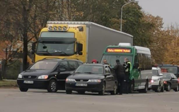 Alytuje susidūrus automobiliams nukentėjo keleivis