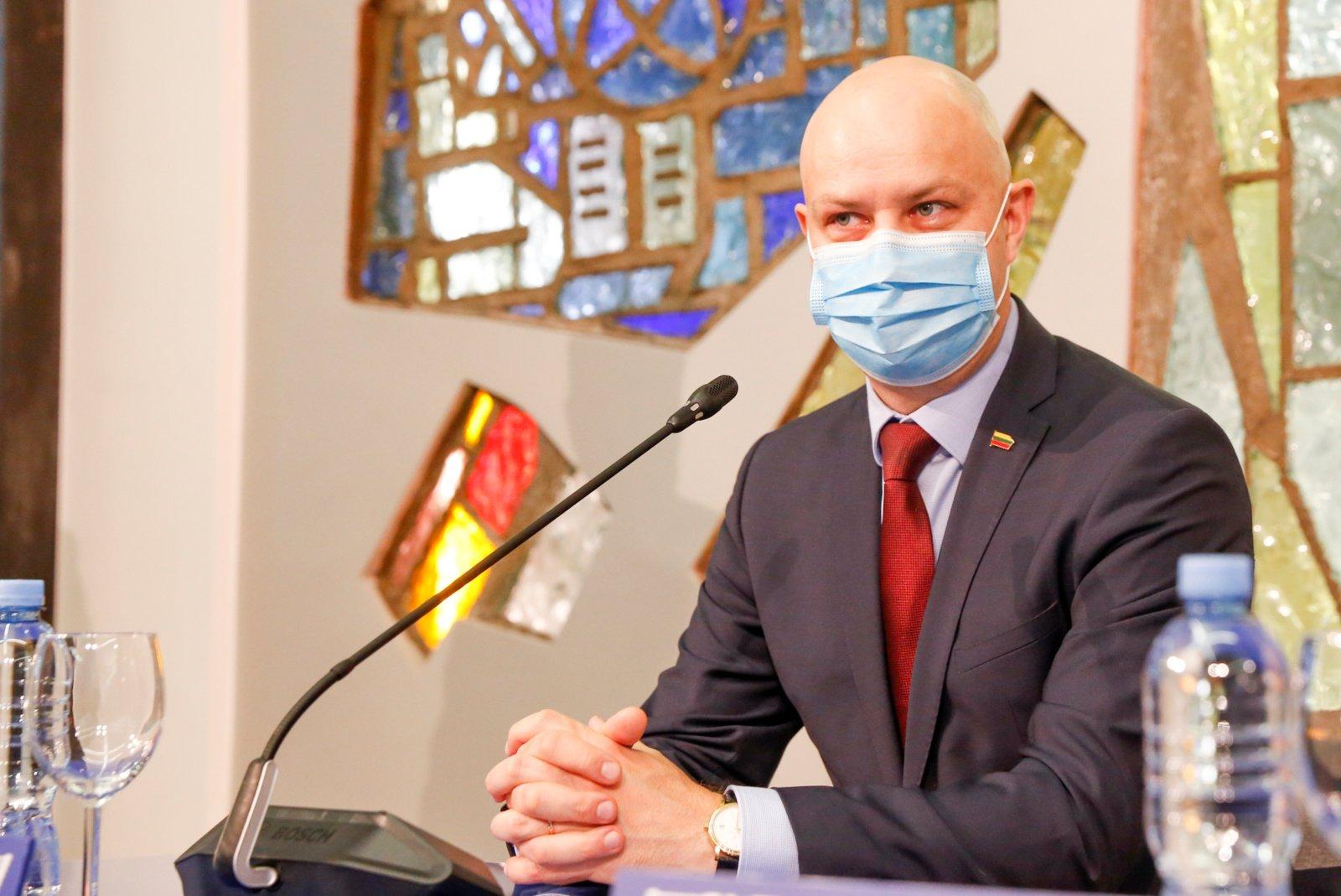 A. Veryga: ligoninių steigėjai kuo skubiau turėtų ieškoti papildomų lovų COVID-19 pacientams