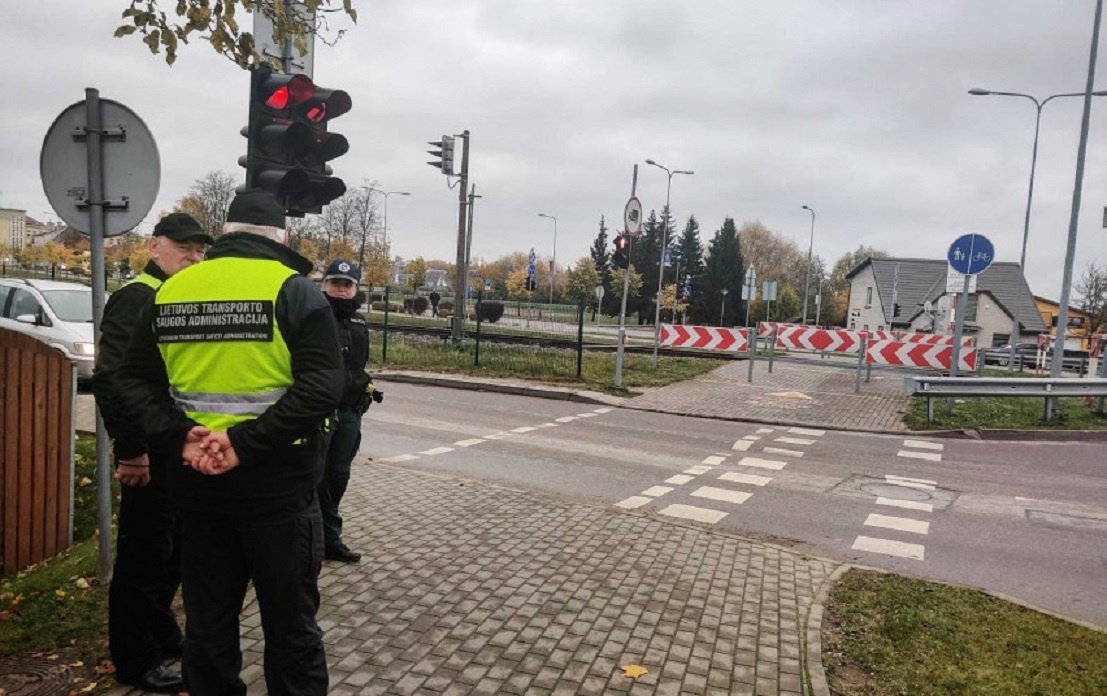 Pareigūnai tikrino Kelių eismo taisyklių laikymąsi geležinkelio pervažose