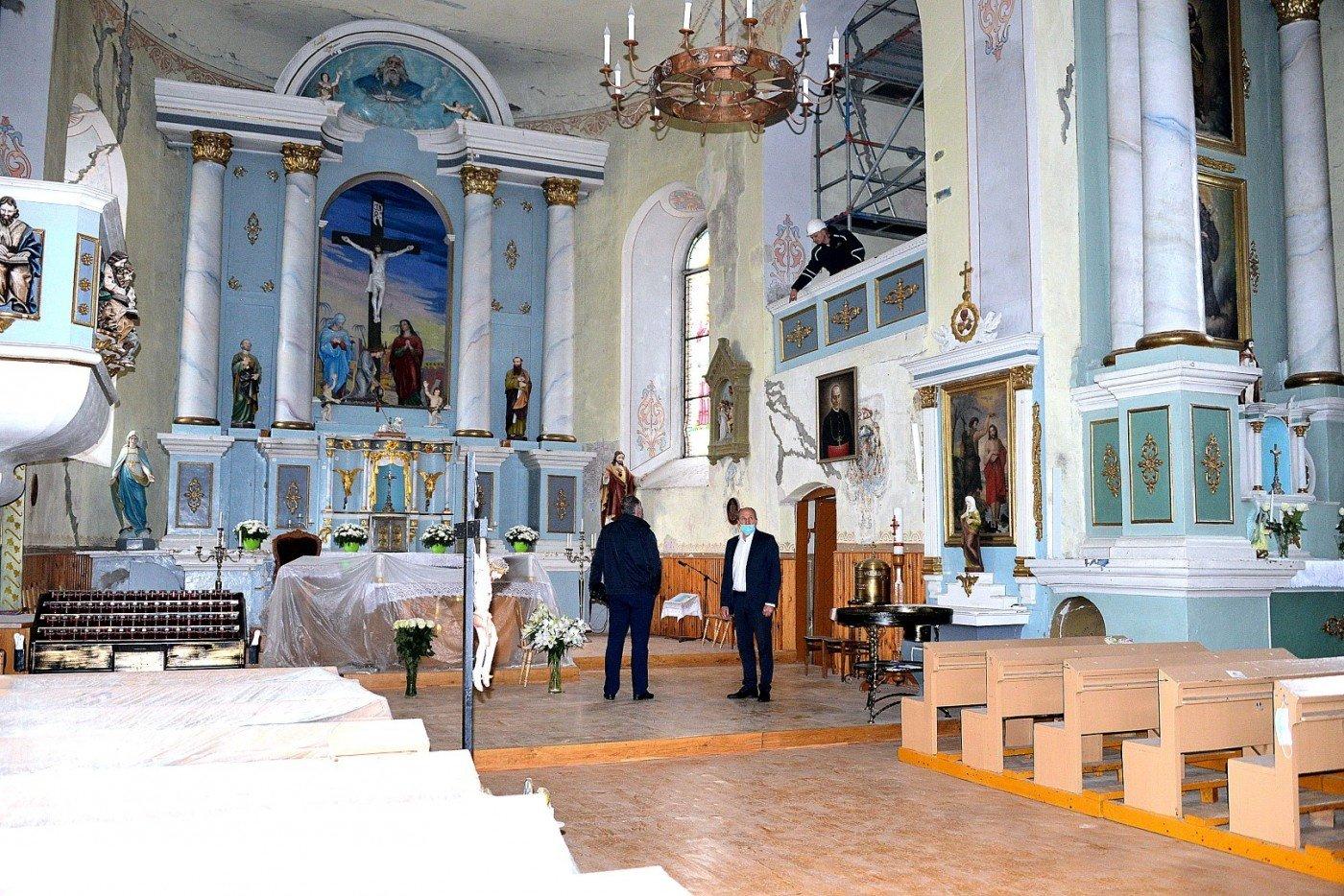 Vykdomi Laukuvos Šv. Kryžiaus Atradimo parapijos bažnyčios vidaus remonto darbai