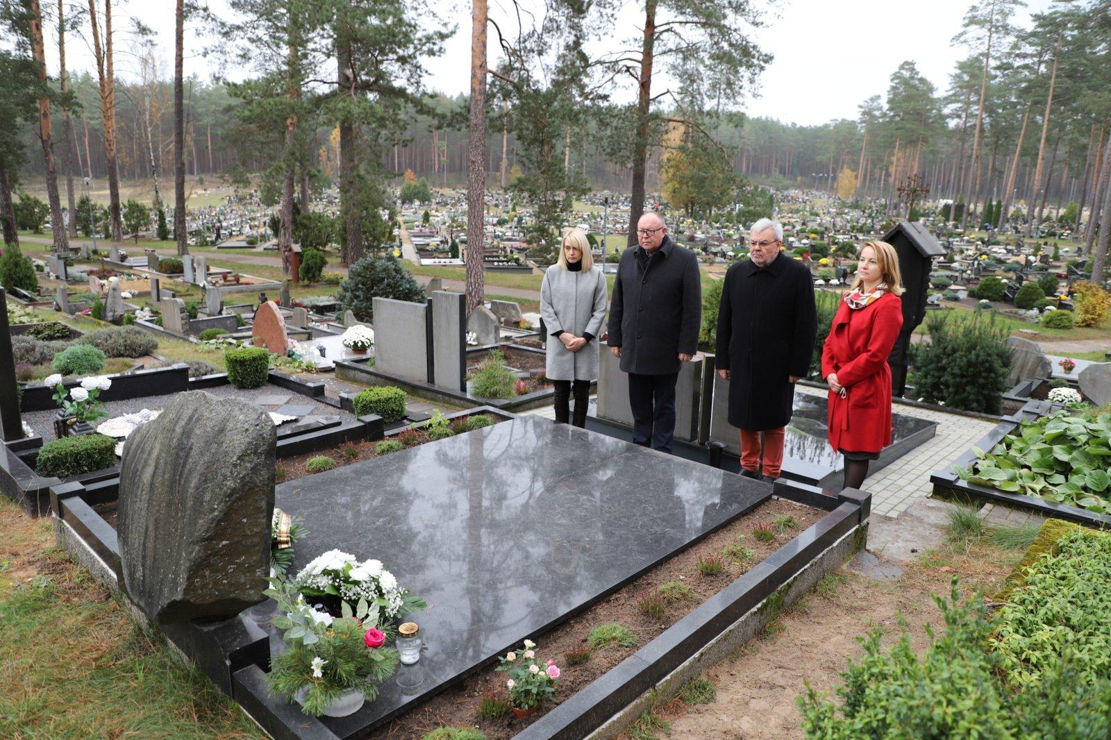 Artėjant Visų Šventųjų dienai aplankyti Druskininkams nusipelniusių žmonių kapai