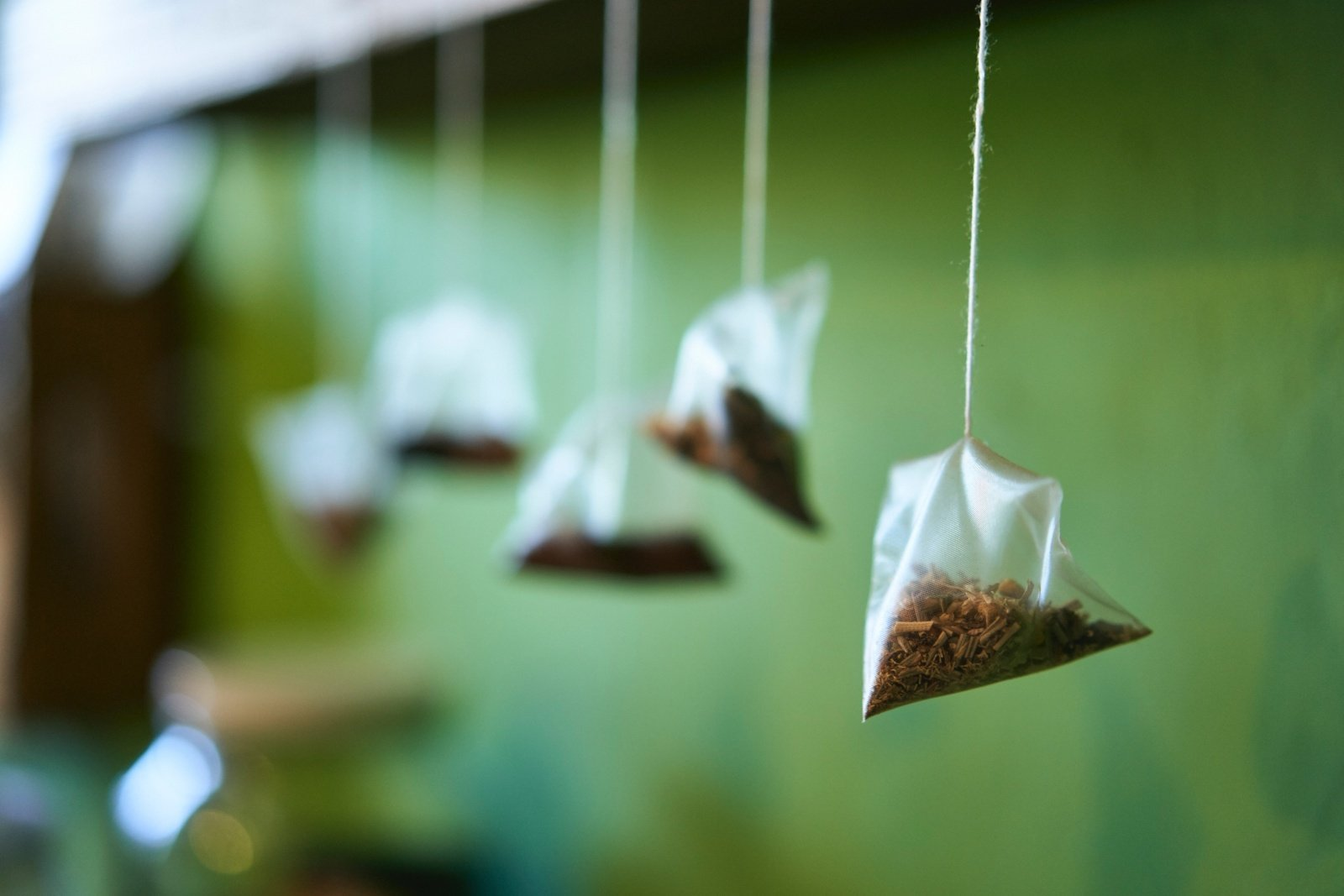Neišmeskite arbatos maišelių: 5 būdai, kaip juos panaudoti