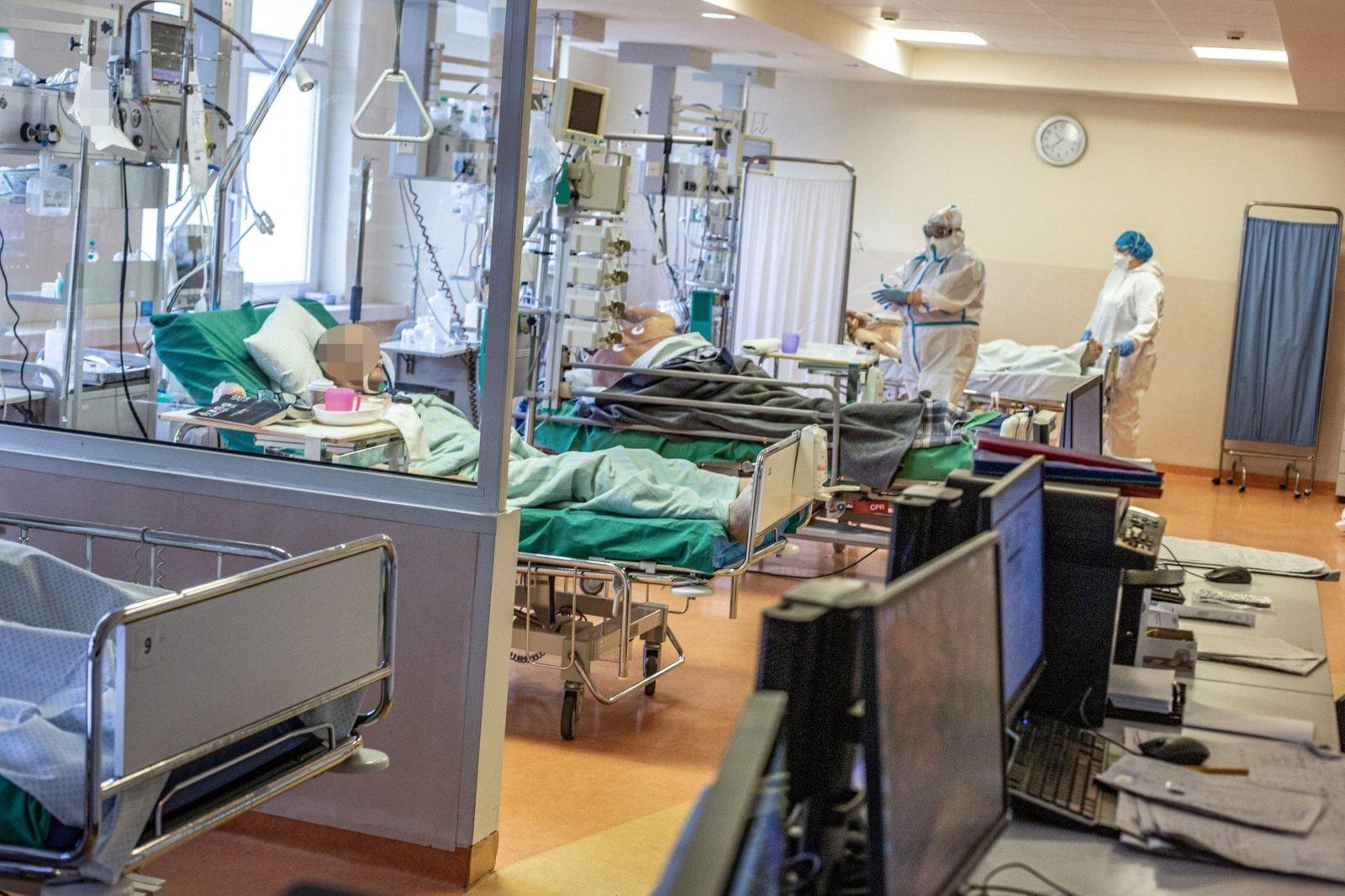 Nauji koronaviruso atvejai: miršta 60-mečiai, fiksuoti atvejai protrūkiuose