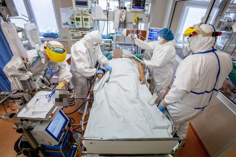 SAM: pavasarį per 8 tūkst. medikų ir slaugytojų buvo apmokyti, kaip teikti pagalbą koronaviruso pacientams