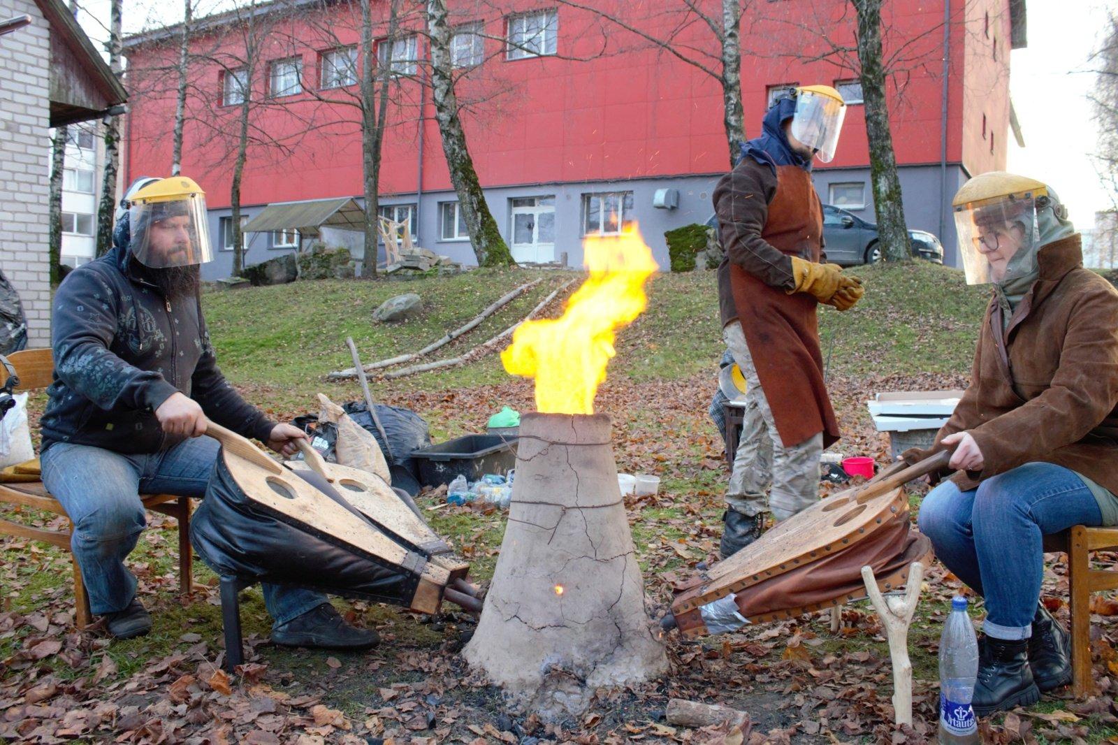 VDA TF kieme – geležies išgavimas archajiniu būdu