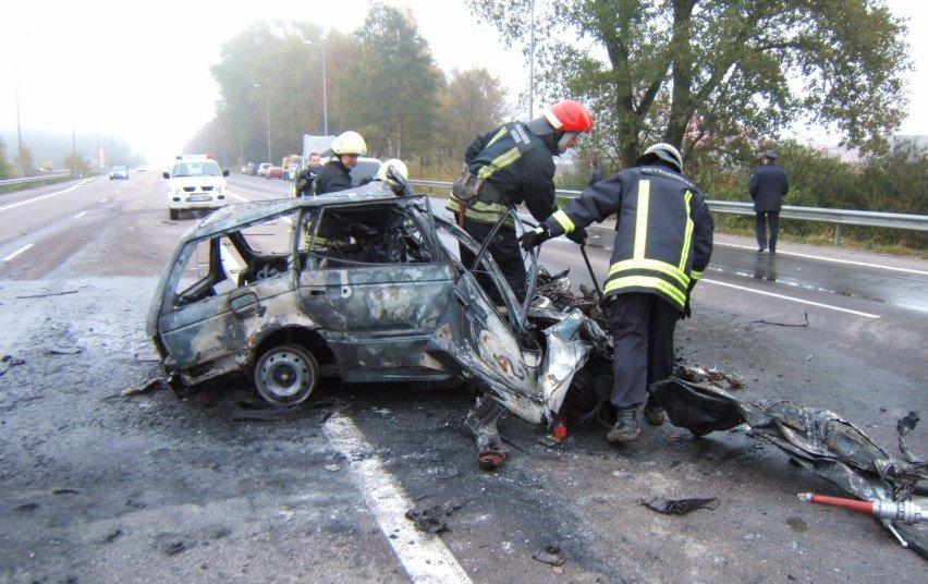 Ugniagesiai gelbėtojai pataria, kaip išsigelbėti įvykus autoavarijai