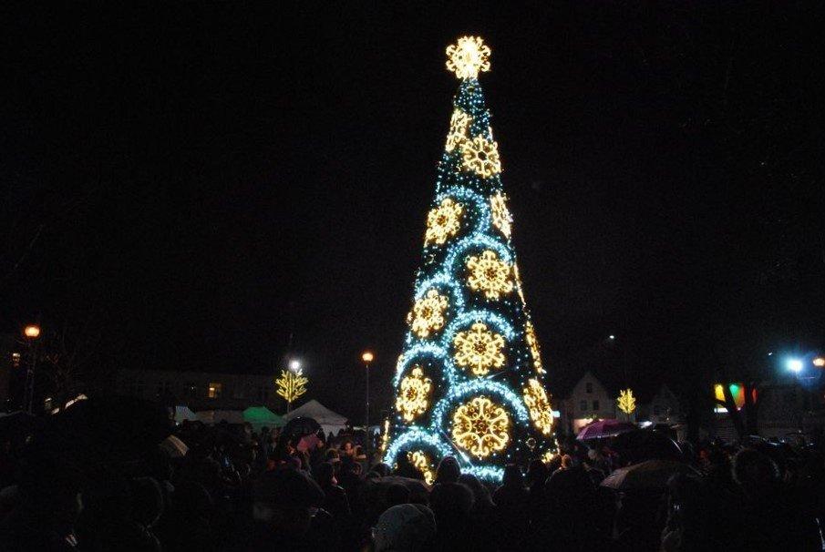 Kretingoje – Kalėdų pasaka ant istorinių miesto pastatų