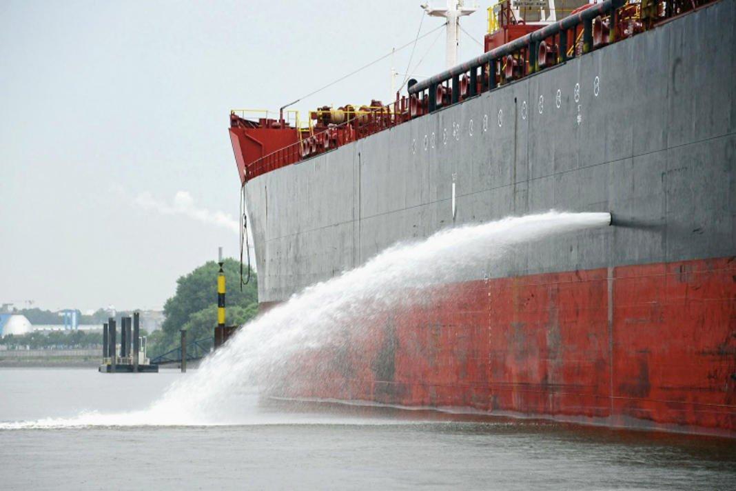 Aplinkosaugininkai nustatė laivą, išleidusį apie 195 tonas balastinių vandenų