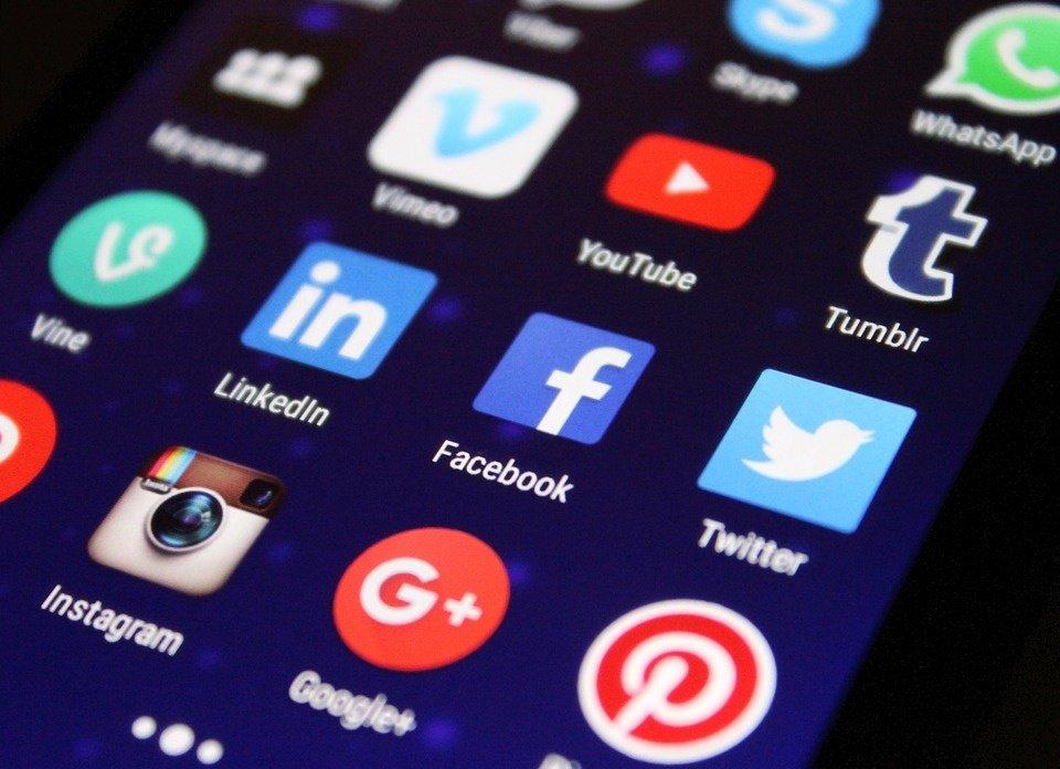 """Lenkija ketina įsteigti """"žodžio laisvės"""" socialiniuose tinkluose tarybą"""