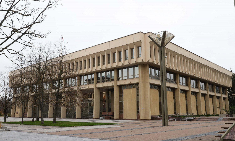 Tarp rekordinio skaičiaus COVID-19 atvejų – protrūkis Seime