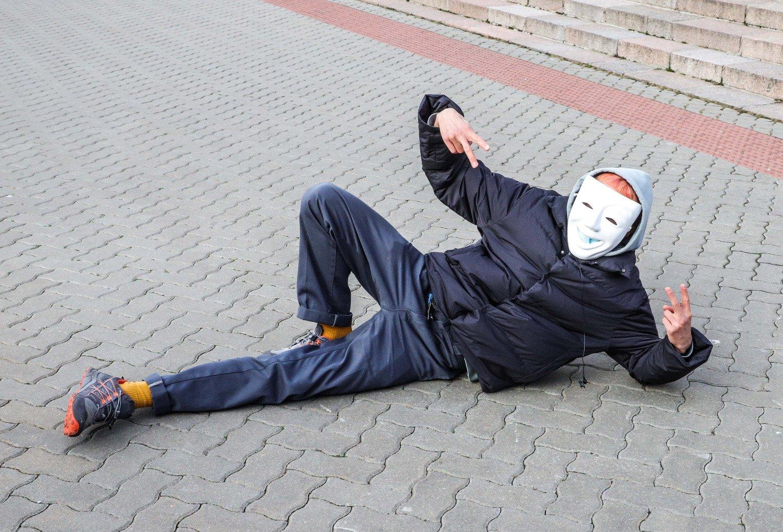 Prie Seimo įvyko protesto akcija prieš kaukių dėvėjimą: policija sulaikė du asmenis