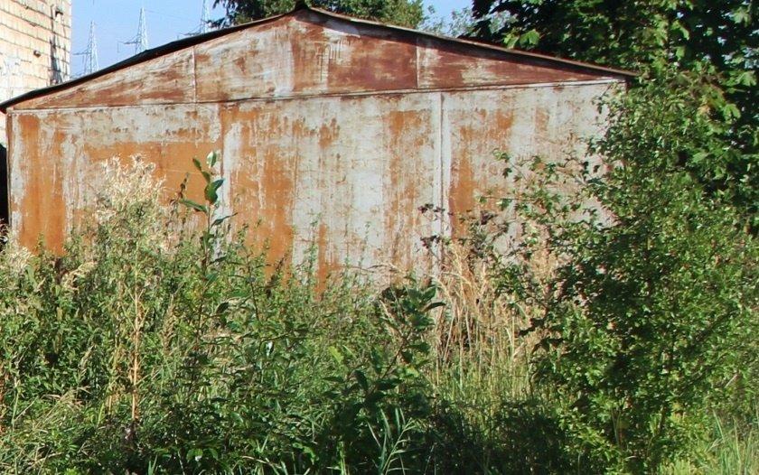 Reikalavimą nusikelti metalinius garažus išgirdo ne visi