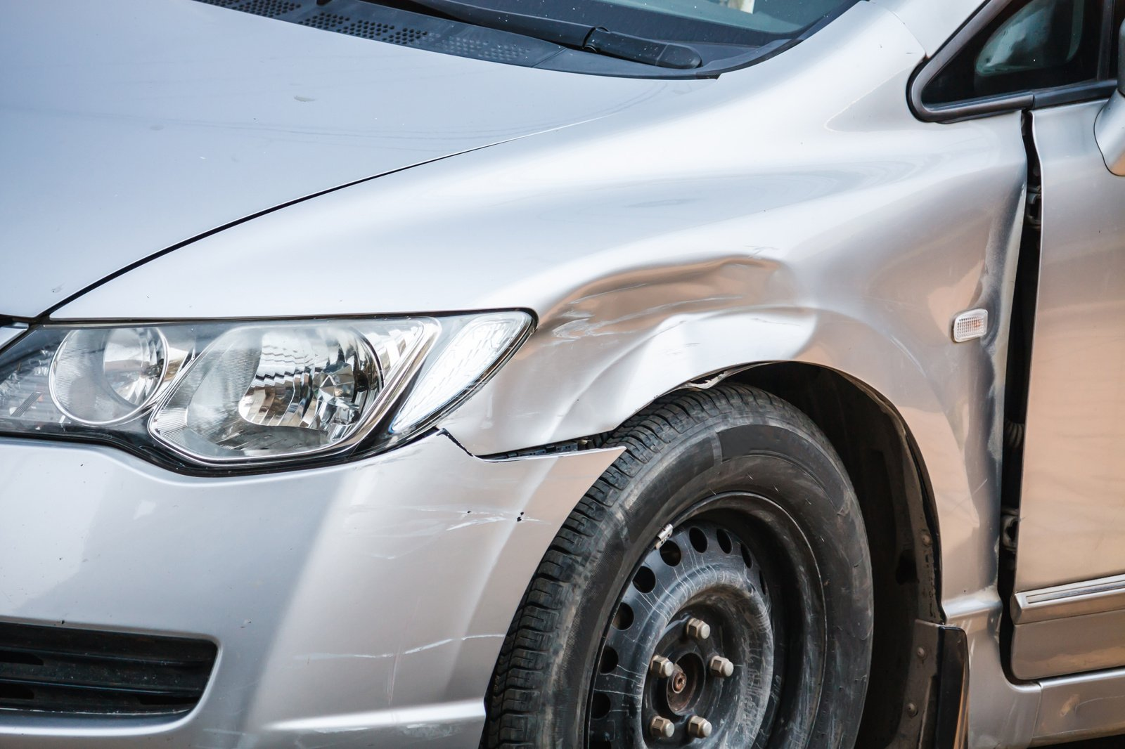 Tragiška eismo nelaimė Skuodo rajone: žuvo žmogus, dar šeši sužeisti