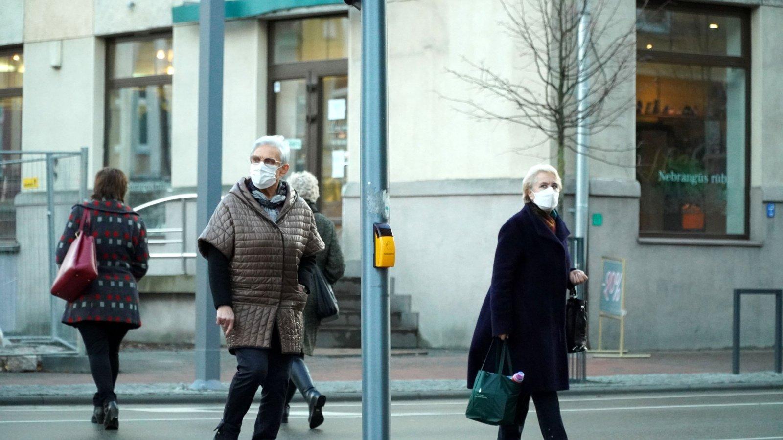 Virusas iš Šiaulių nesitraukia: situacijai blogėjant ketinama savaitgaliais uždaryti prekybos centrus