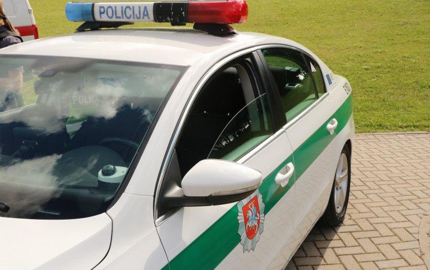 Telšių pareigūnai surengė reidą: drausmino telefonais besinaudojančius vairuotojus