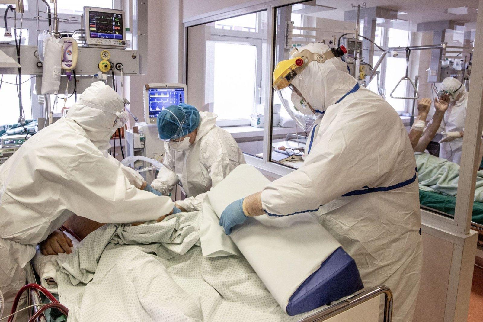 Savaitės pabaigoje ligoninėse turėtų būti gydoma apie 2 tūkst. COVID-19 pacientų