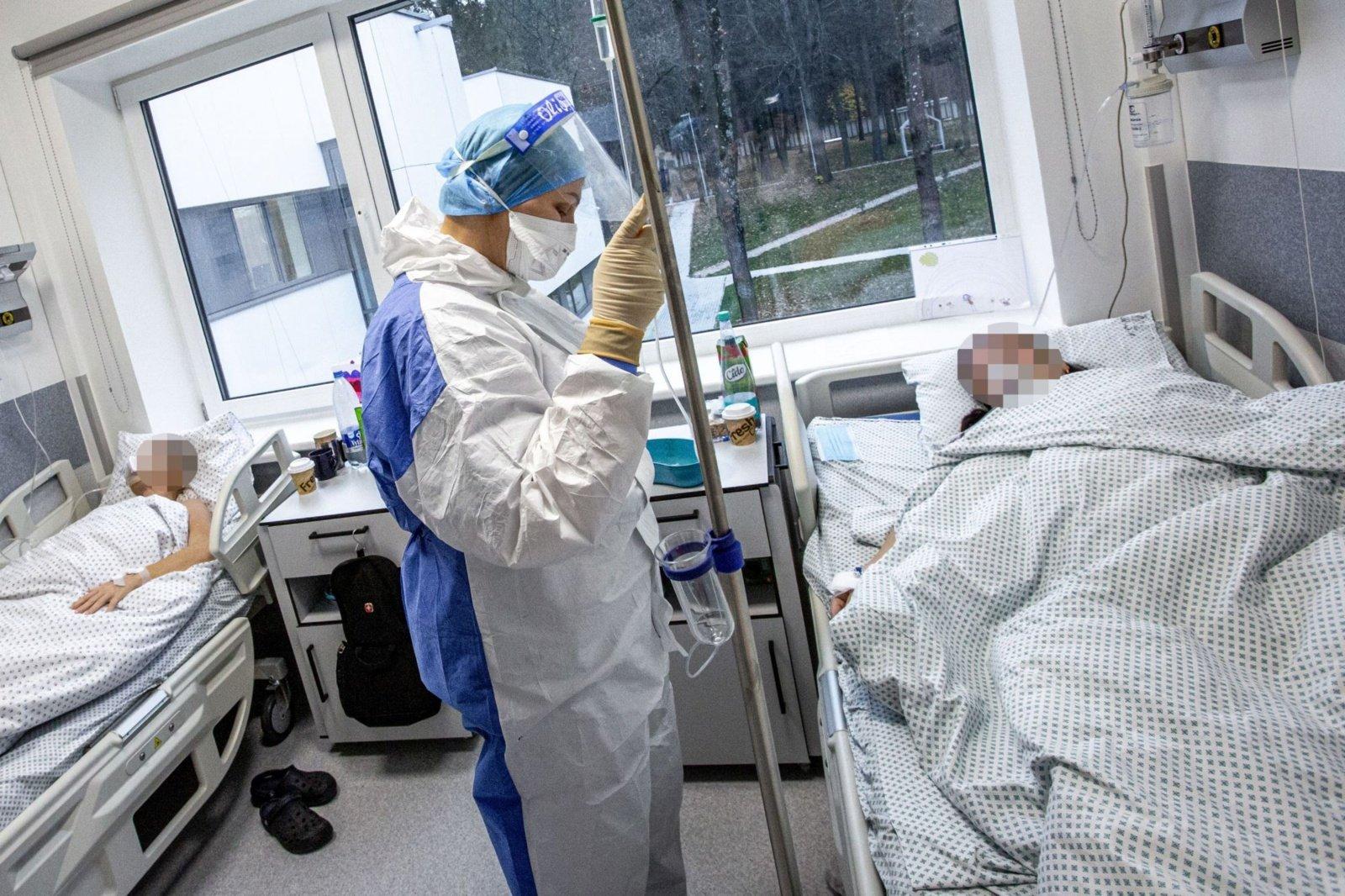 Lapkritį stipriai išaugo dėl COVID-19 hospitalizuojamų asmenų skaičiai ir mirštamumas
