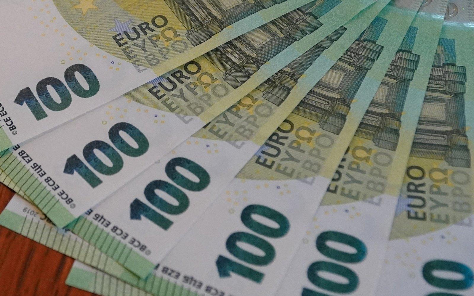 Medikų atlyginimų priedams už sausį skirta 12,7 milijonų eurų