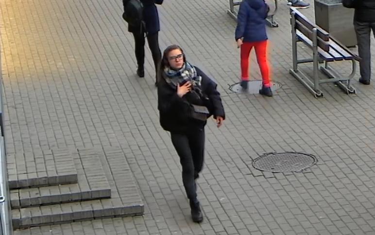 Šiaulių policija prašo pagalbos: gal atpažįstate paspirtukus apgadinusius asmenis?