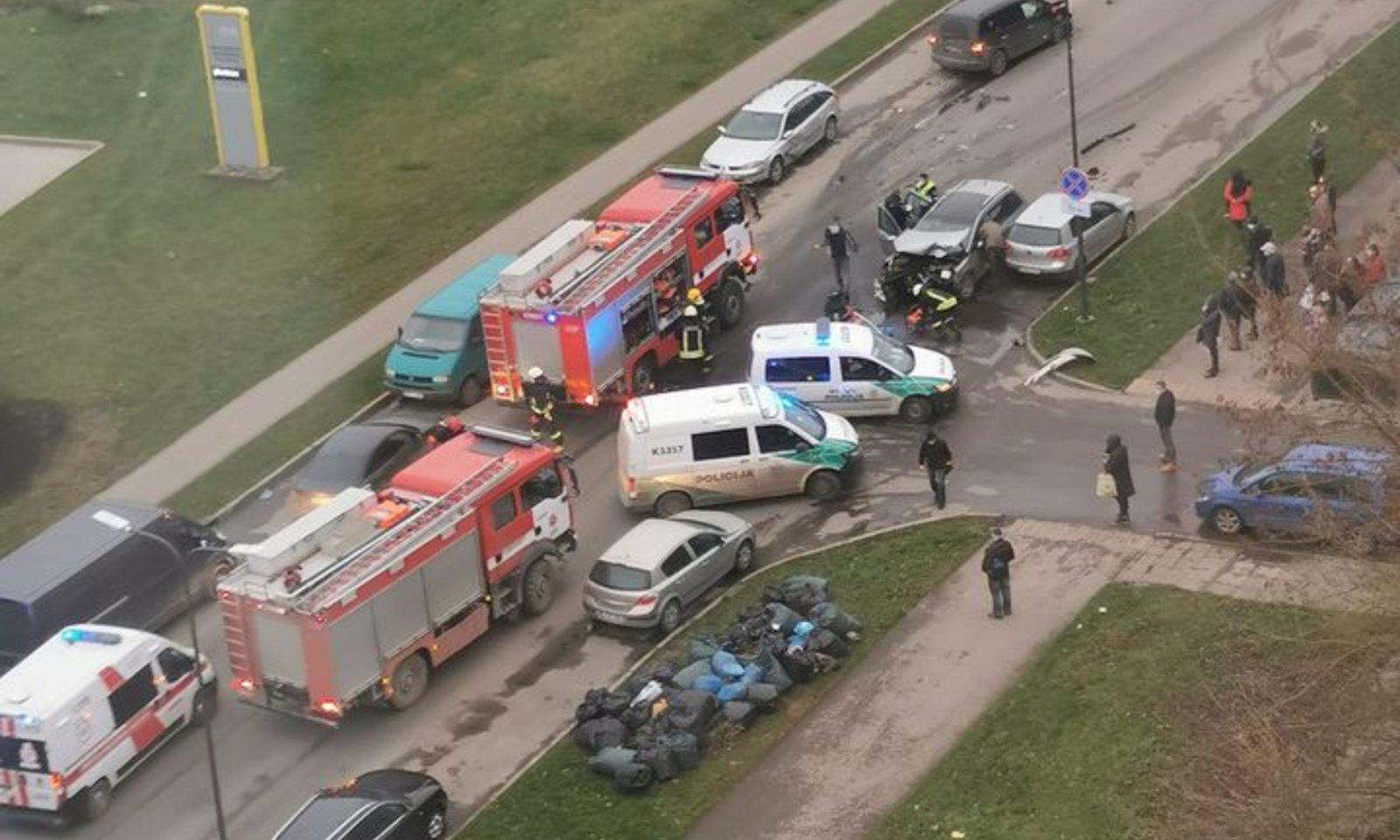 Avarija Kaune: pranešama apie prispaustus žmones
