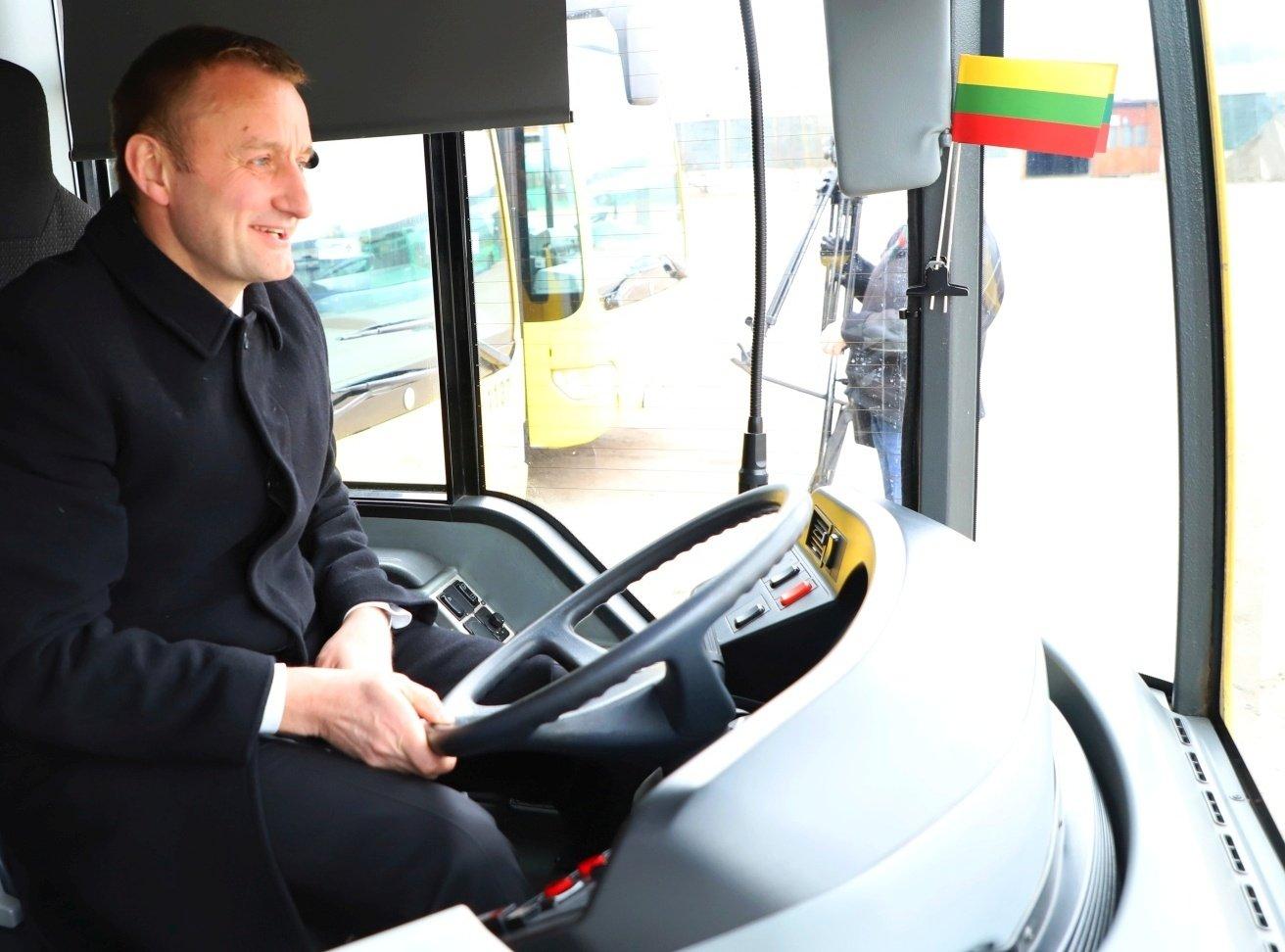 Parama verslą dėl COVID-19 jau pasiekia, keleivių vežėjų – vis dar ne