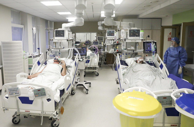 Lietuvoje patvirtintas 2121 naujas koronaviruso atvejis, mirė dar 11 žmonių