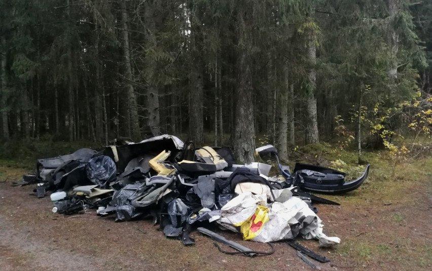 Šalčininkų aplinkosaugininkai išaiškino miške automobilių atliekomis atsikračiusį asmenį