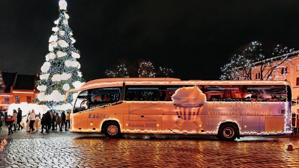 """Į kauniečių kiemus """"Kautros"""" autobusas vežios šventinę nuotaiką"""