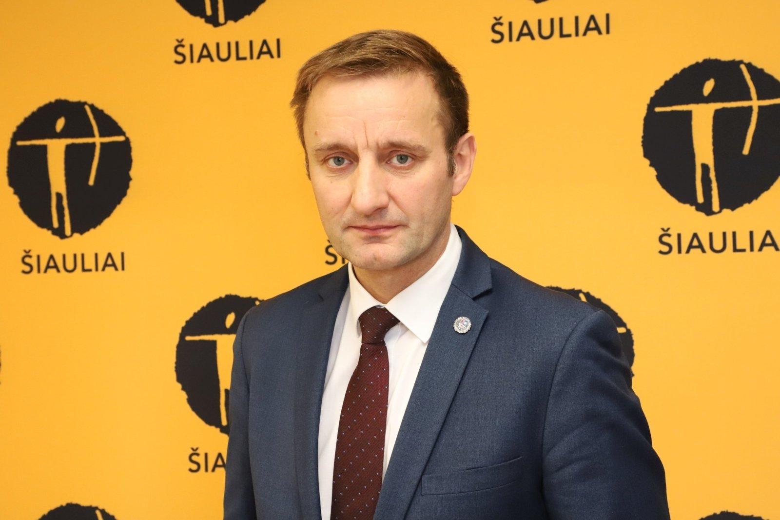 Šiaulių meras: norint suvaldyti COVID-19, būtina griežtinti izoliuotis turinčių užsieniečių kontrolės sąlygas