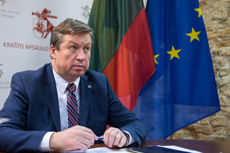 Krašto apsaugos ministras R. Karoblis pasveiko nuo koronaviruso