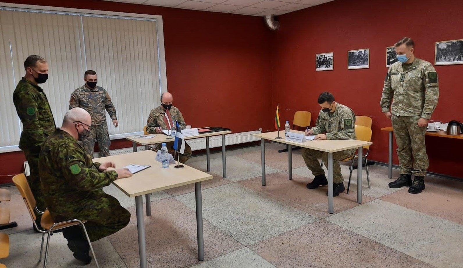 Pasirašytas Lietuvos, Latvijos ir Estijos Sausumos pajėgų susitarimas dėl karinio bendradarbiavimo