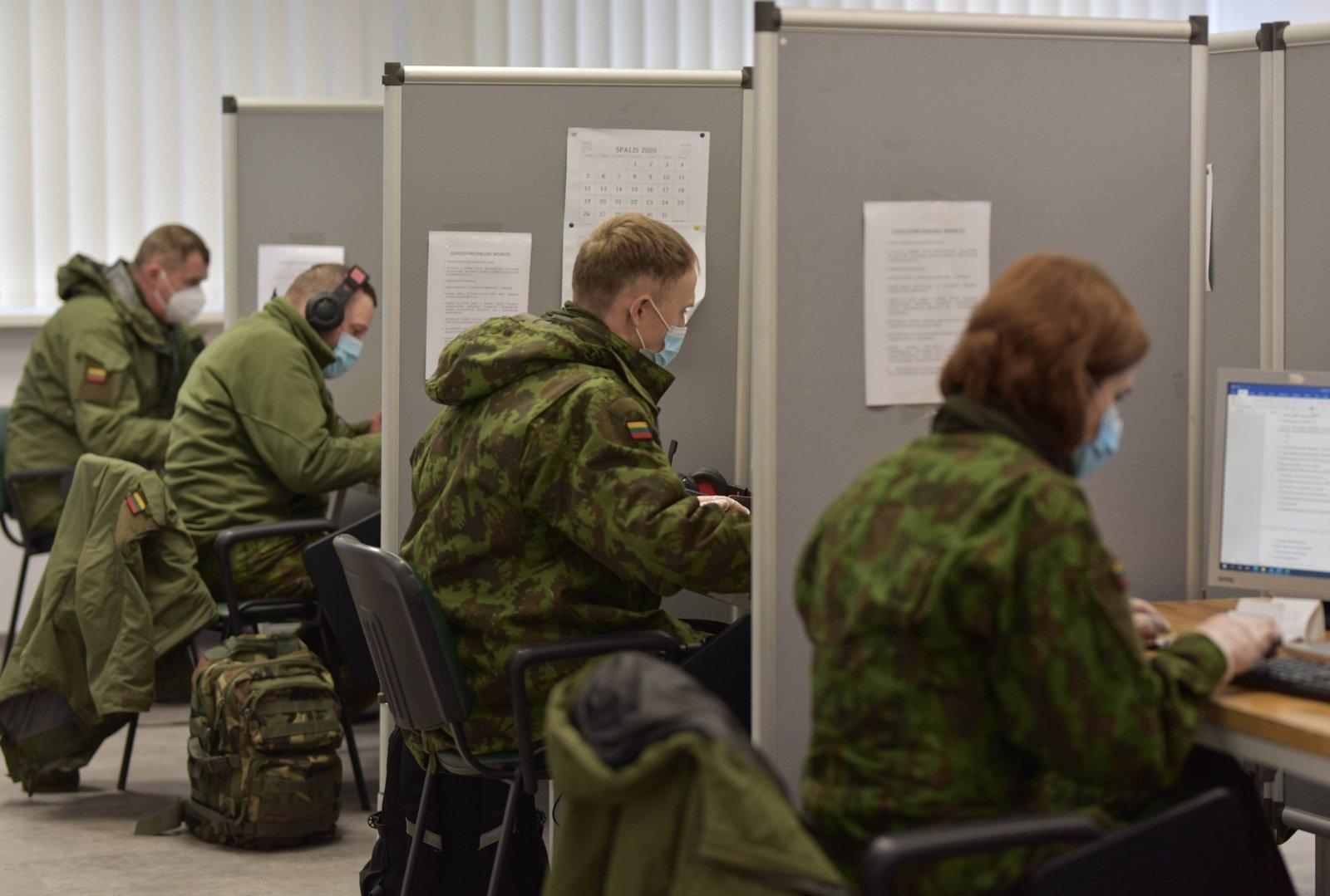 Pirmenybė skiepijant nuo COVID-19 bus teikiama ir kariams bei sportininkams