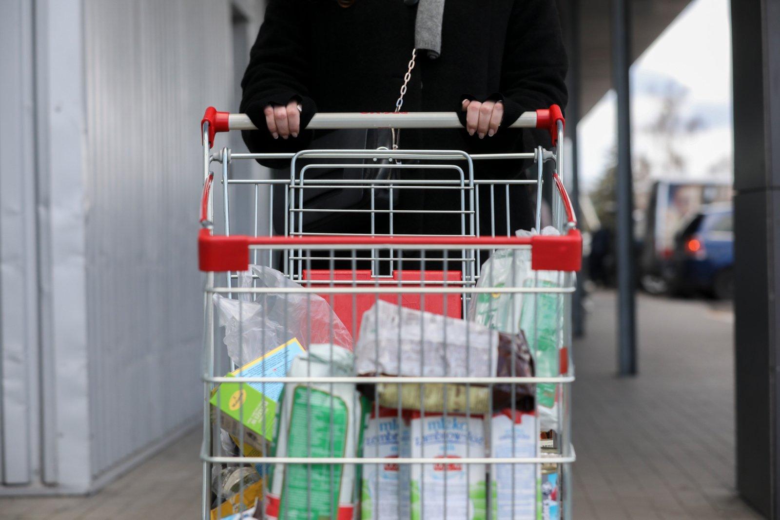 """""""Pricer.lt"""": pigiausių maisto produktų vidutinis krepšelis balandį buvo 7 proc. pigesnis nei prieš metus"""