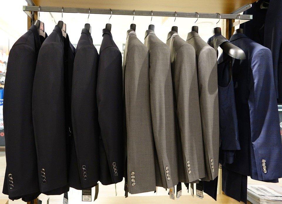 Vyriški švarkai bei paltai: ką svarbu žinoti apie audinius?