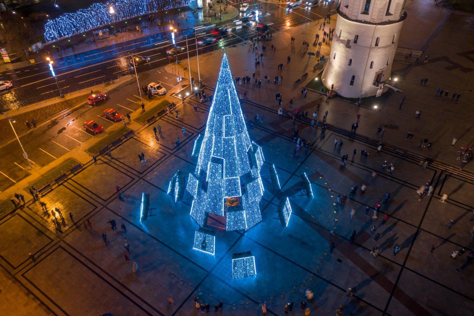 Saugios šventės Vilniuje: eglė internetu, judumo ribojimai centre