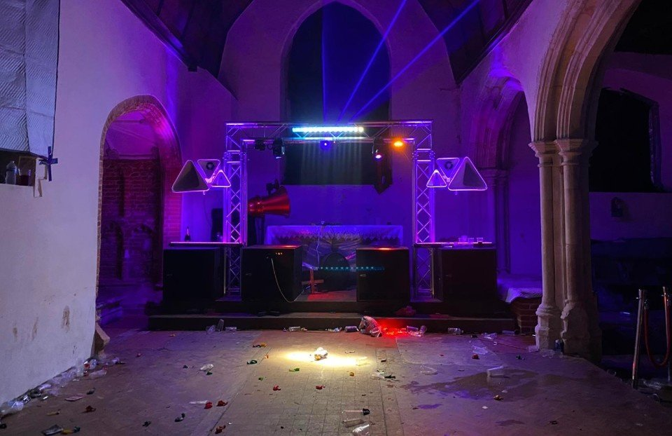 Nelegalaus vakarėlio dalyviai nusiaubė bažnyčią (vaizdo įrašas)