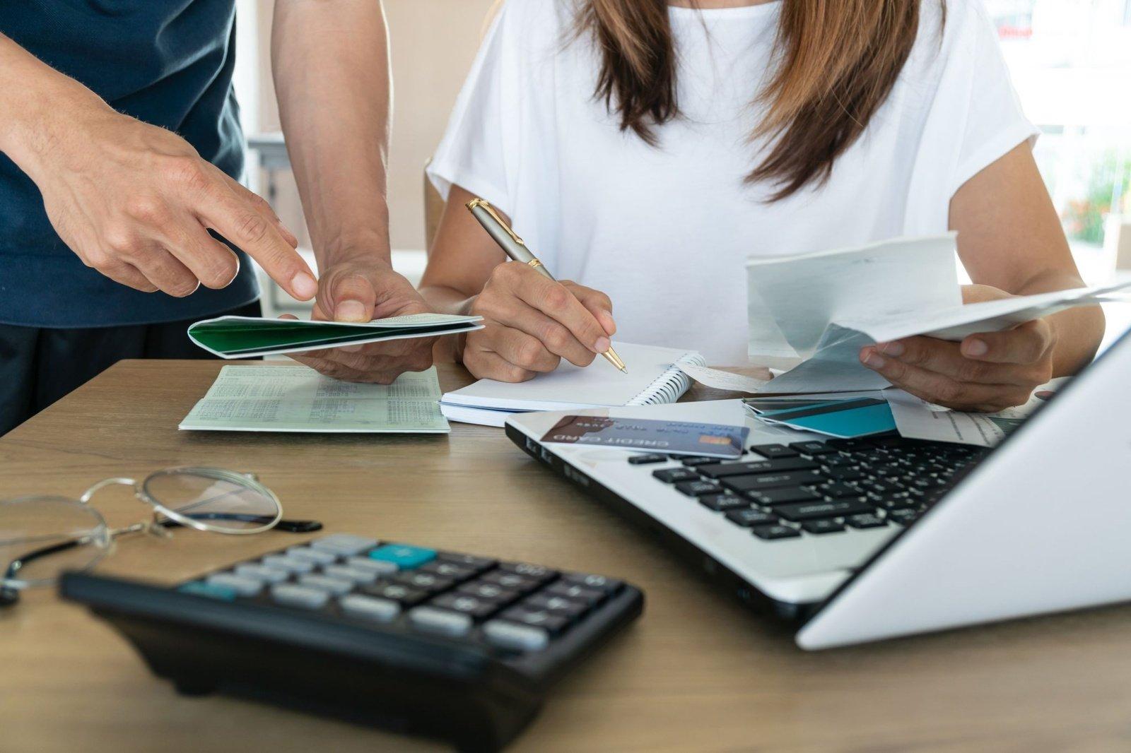 Ką daryti, jeigu sutuoktinis prisidarė skolų: 3 svarbūs patarimai