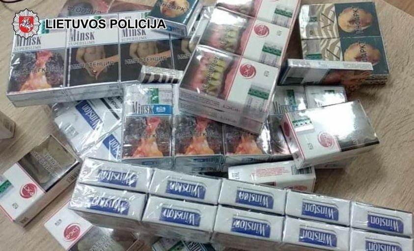 Žagarės daugiabutyje – nelegalių cigarečių slėptuvė