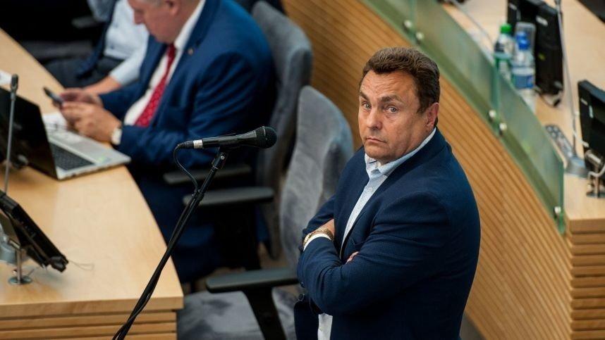 Buvusi P. Gražulio padėjėja sako, kad Seimo narys pasiimdavo jai mokamą atlyginimą