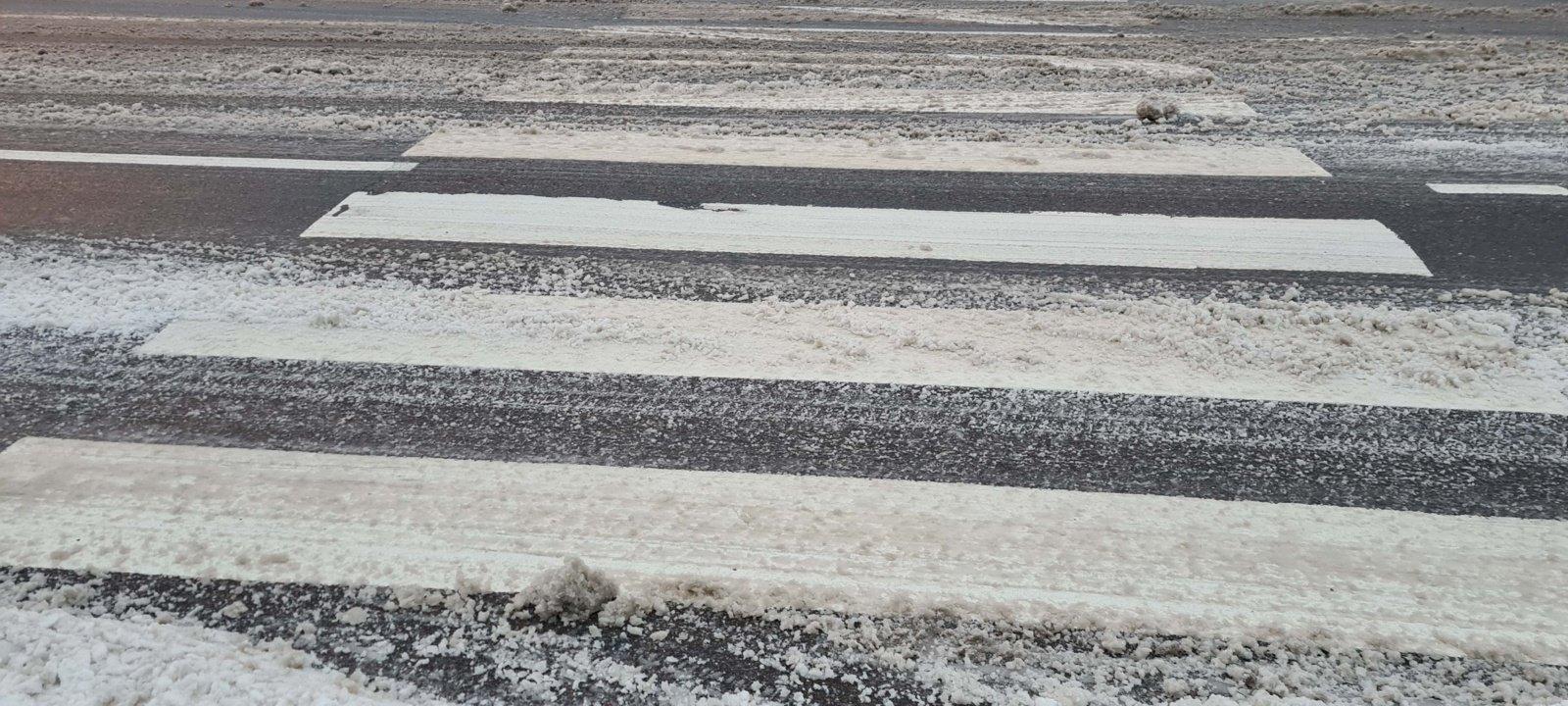 Keliuose yra slidžių ruožų, perspėja kelininkai