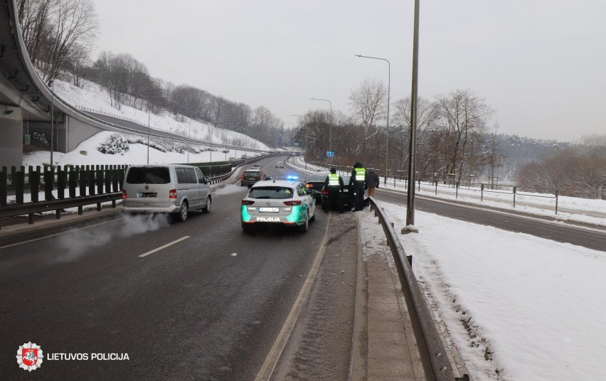 Pirmadienį Vilniuje viena po kitos pasipylė avarijos