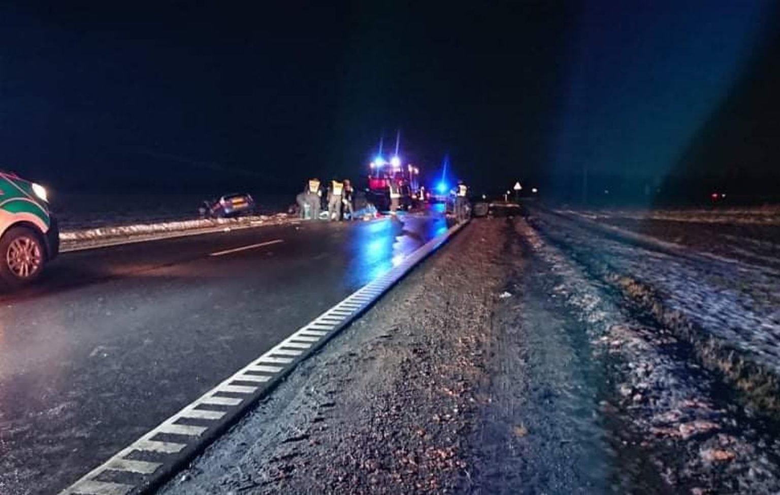 Kauno rajone susidūrus trims automobiliams žuvo trys žmonės