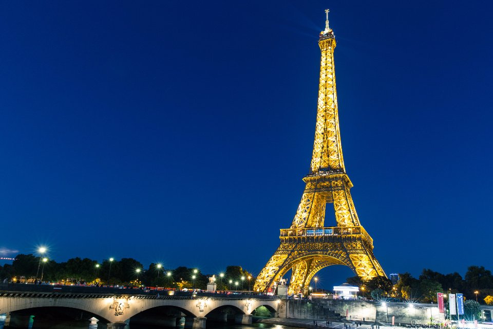 Siekdama išvengti karantino, Prancūzija griežtina sienų kontrolę
