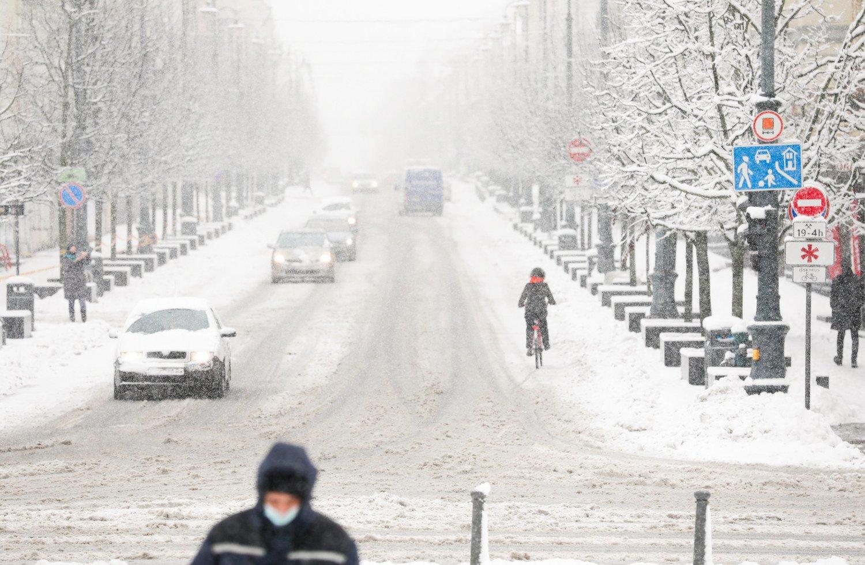 Vilniaus, Alytaus ir Kauno apskrityse nuo kelio nuvažiavo kelios dešimtys automobilių