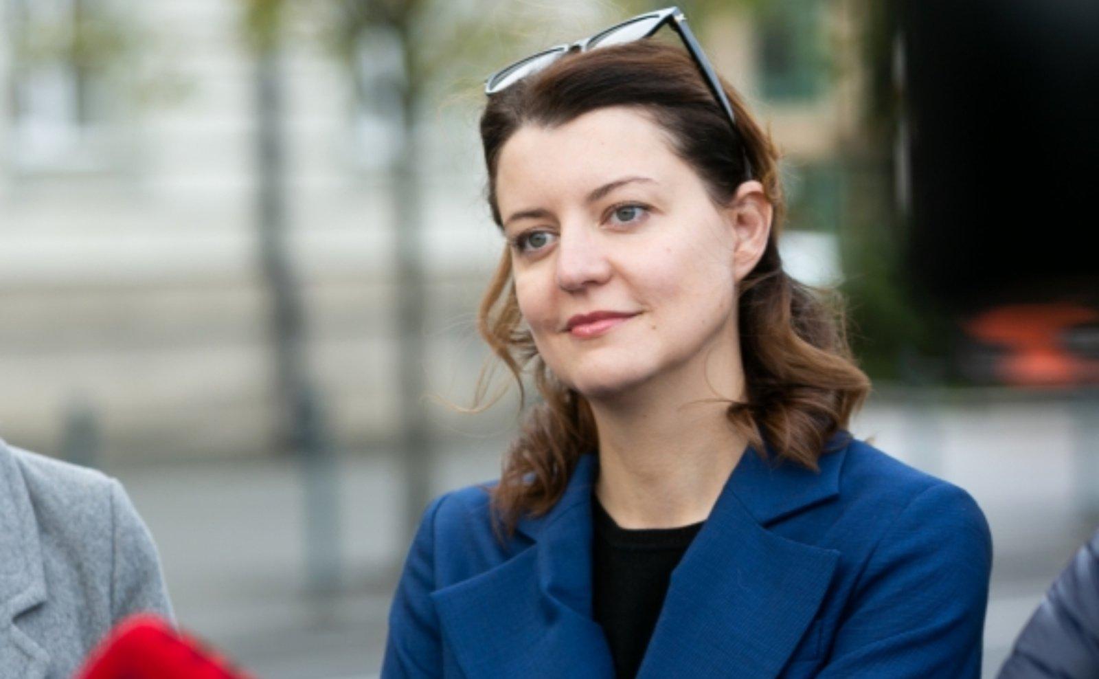 Dėl kontakto su sergančiuoju COVID-19 izoliuojasi ministrė M. Navickienė