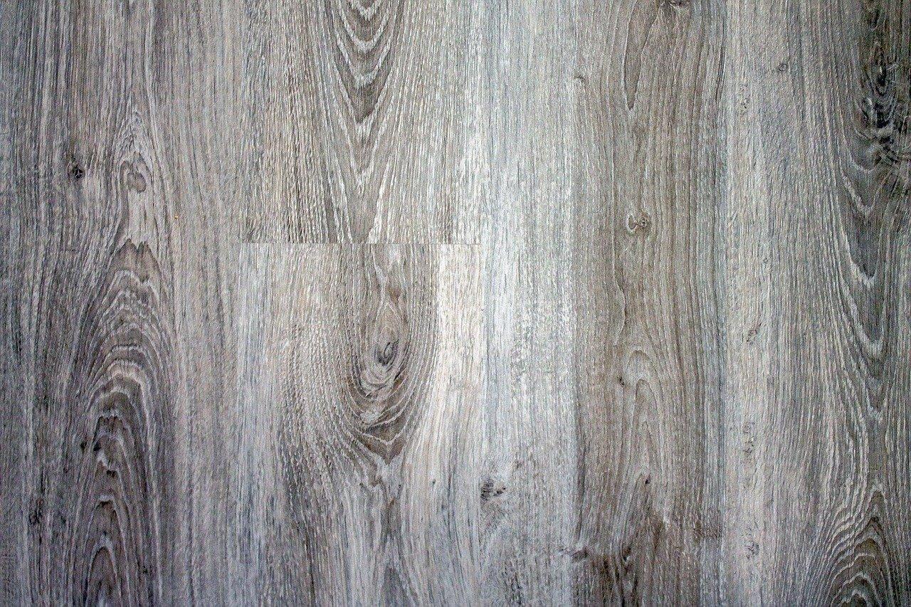 Šiuolaikinės vinilinės grindys gali maloniai nustebinti
